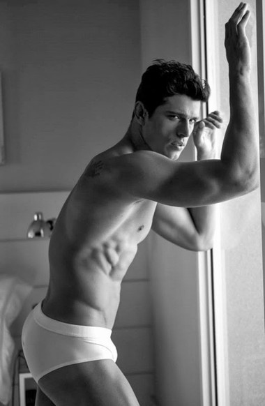 Your Hunk of the Day: Edilson Nascimento
