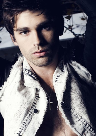 Your Hunk of the Day: Justin Gaston