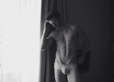 Your Hunk of the Day: Mark MacKillop