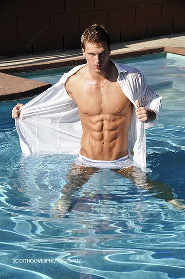 Your Hunk of the Day: Max Aria