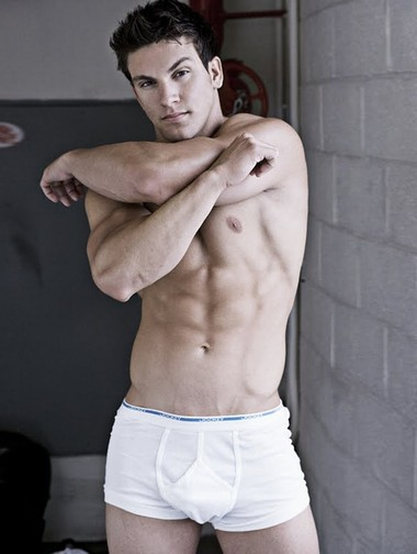 Your Hunk of the Day: Ray Santiesteban