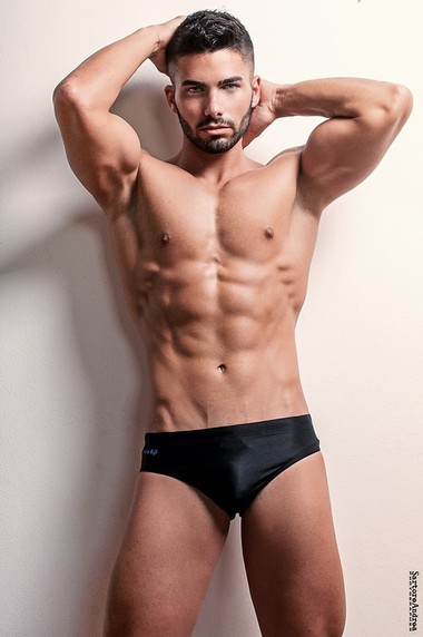 Your Hunk of the Day: Stefano Varagona