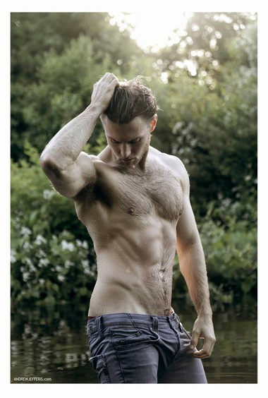 Your Hunk of the Day: Warren Carlyle